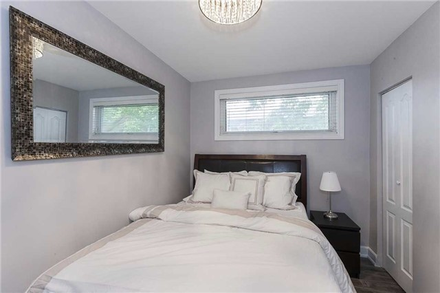 Semi-detached at 302 Demaine Cres, Richmond Hill, Ontario. Image 16