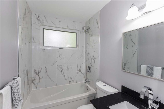 Semi-detached at 302 Demaine Cres, Richmond Hill, Ontario. Image 2