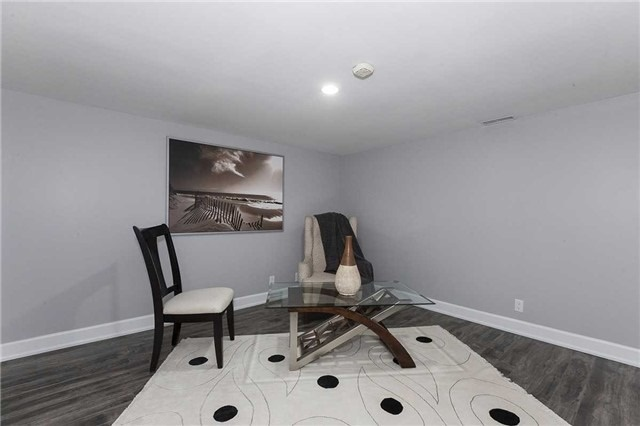 Semi-detached at 302 Demaine Cres, Richmond Hill, Ontario. Image 5