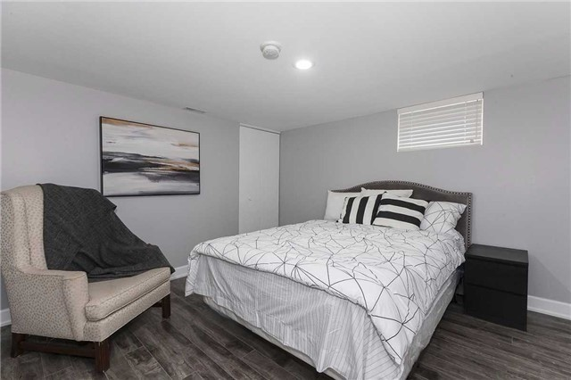 Semi-detached at 302 Demaine Cres, Richmond Hill, Ontario. Image 6