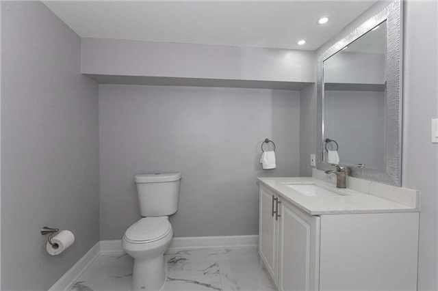 Semi-detached at 302 Demaine Cres, Richmond Hill, Ontario. Image 7