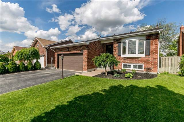 Detached at 209 Sheffield St, Newmarket, Ontario. Image 1
