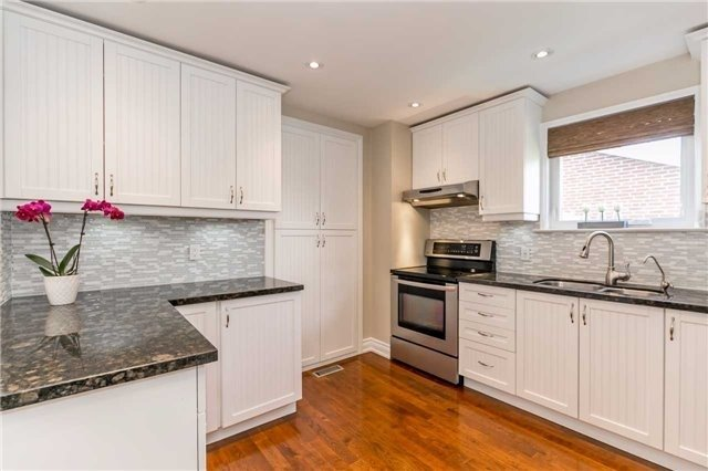Detached at 209 Sheffield St, Newmarket, Ontario. Image 12