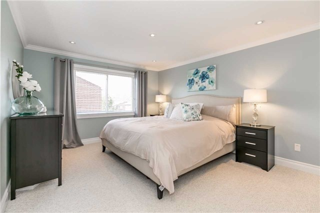 Detached at 209 Sheffield St, Newmarket, Ontario. Image 2