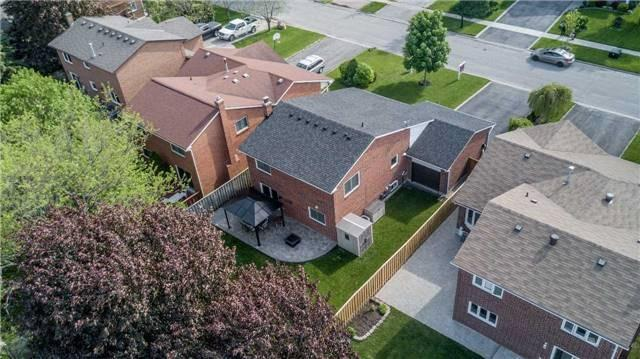 Detached at 209 Sheffield St, Newmarket, Ontario. Image 13