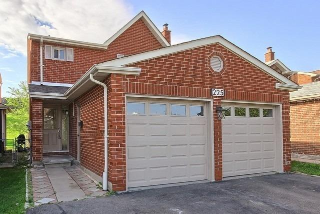 Detached at 225 Mullen Dr, Vaughan, Ontario. Image 14