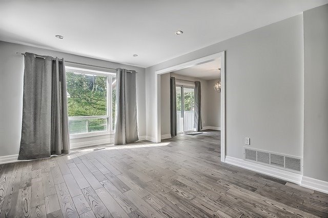 Detached at 225 Mullen Dr, Vaughan, Ontario. Image 3