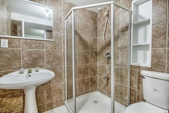 Detached at 225 Mullen Dr, Vaughan, Ontario. Image 11