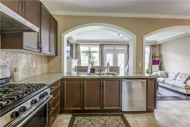 Townhouse at 45 Spring Hill Dr, King, Ontario. Image 17