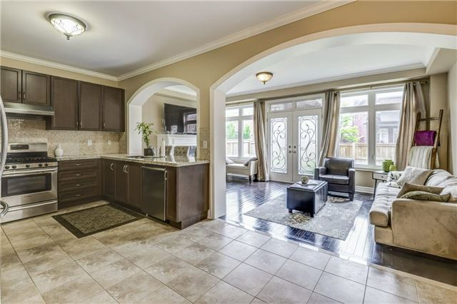 Townhouse at 45 Spring Hill Dr, King, Ontario. Image 2
