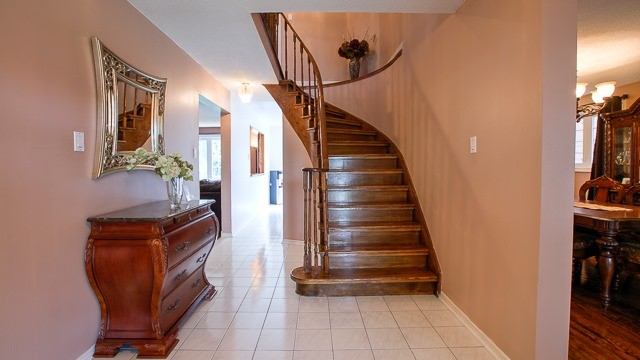 Detached at 15 Coulter's Mill Gate, Vaughan, Ontario. Image 12