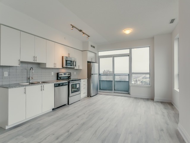 Condo Apartment at 7890 Bathurst St, Unit 1907, Vaughan, Ontario. Image 15