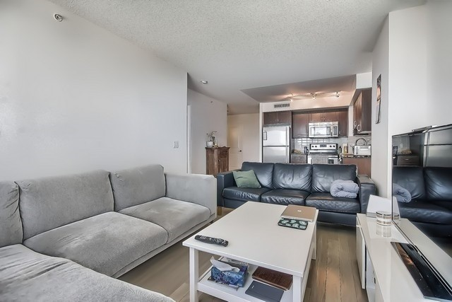 Condo Apartment at 370 Highway 7 Ave E, Unit 621, Richmond Hill, Ontario. Image 18