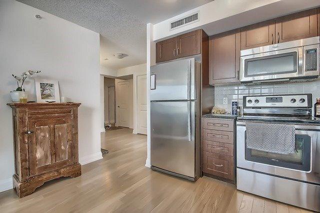 Condo Apartment at 370 Highway 7 Ave E, Unit 621, Richmond Hill, Ontario. Image 2