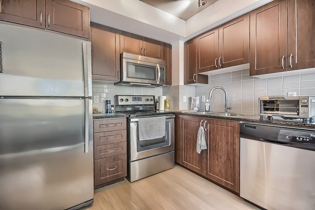 Condo Apartment at 370 Highway 7 Ave E, Unit 621, Richmond Hill, Ontario. Image 3