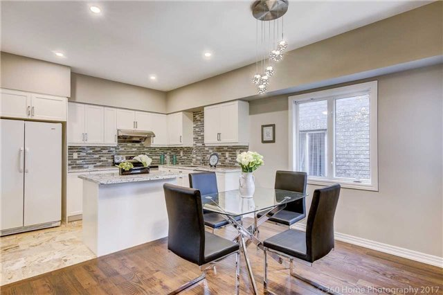 Detached at 32 Rushingbrook Dr, Richmond Hill, Ontario. Image 19