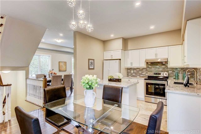 Detached at 32 Rushingbrook Dr, Richmond Hill, Ontario. Image 4