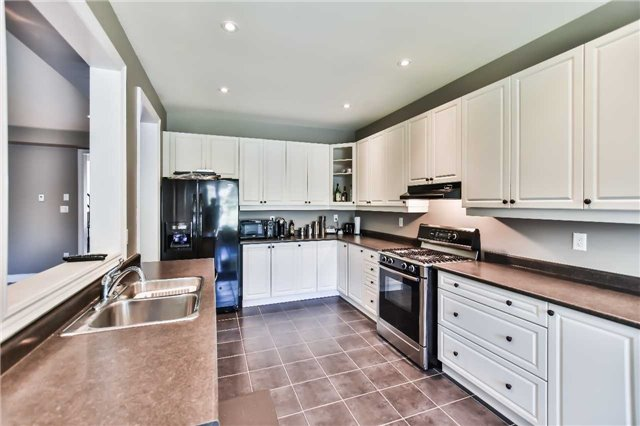 Townhouse at 51 Crows Nest Way, Whitchurch-Stouffville, Ontario. Image 3