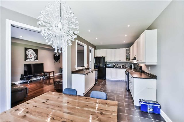 Townhouse at 51 Crows Nest Way, Whitchurch-Stouffville, Ontario. Image 4