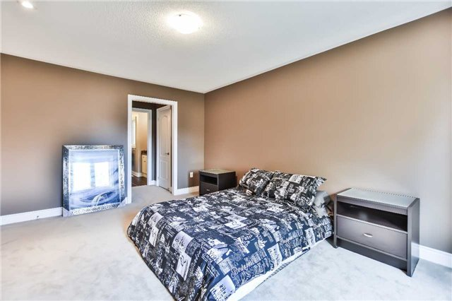 Townhouse at 51 Crows Nest Way, Whitchurch-Stouffville, Ontario. Image 7