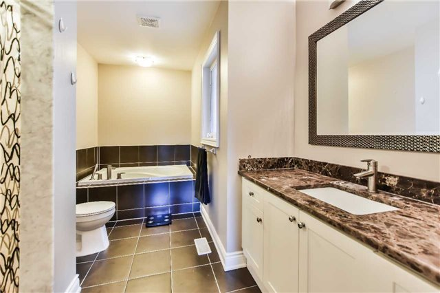 Townhouse at 51 Crows Nest Way, Whitchurch-Stouffville, Ontario. Image 8