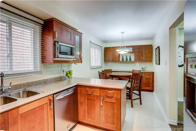 Detached at 10 Leora Crt, Richmond Hill, Ontario. Image 17