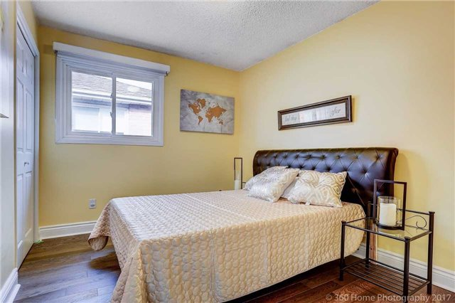 Detached at 10 Leora Crt, Richmond Hill, Ontario. Image 5