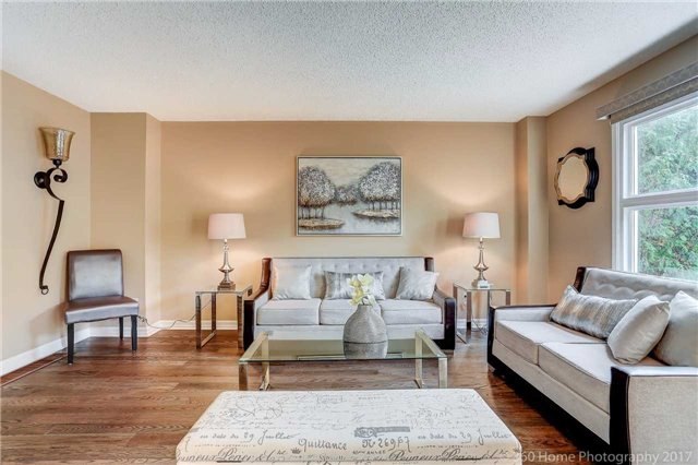 Detached at 10 Leora Crt, Richmond Hill, Ontario. Image 8