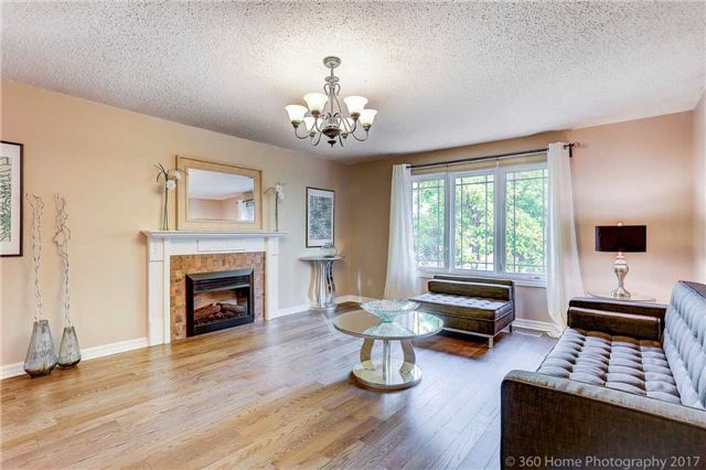 Detached at 10 Leora Crt, Richmond Hill, Ontario. Image 10