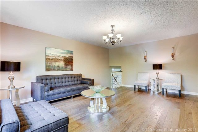Detached at 10 Leora Crt, Richmond Hill, Ontario. Image 11
