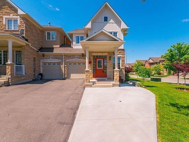 Townhouse at 12 Birdsong St, Richmond Hill, Ontario. Image 1