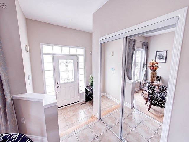 Townhouse at 12 Birdsong St, Richmond Hill, Ontario. Image 12