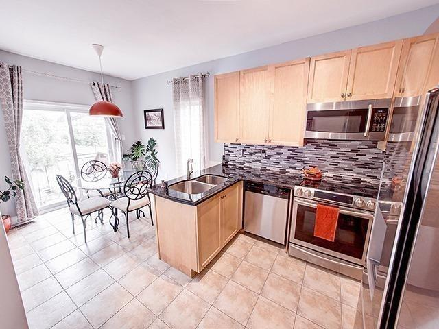 Townhouse at 12 Birdsong St, Richmond Hill, Ontario. Image 15