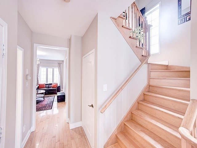 Townhouse at 12 Birdsong St, Richmond Hill, Ontario. Image 16