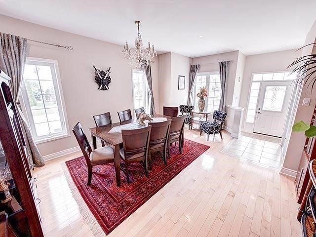 Townhouse at 12 Birdsong St, Richmond Hill, Ontario. Image 17