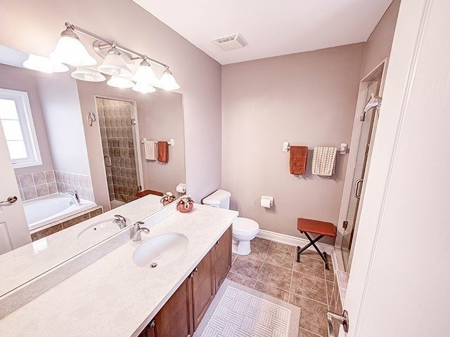 Townhouse at 12 Birdsong St, Richmond Hill, Ontario. Image 3