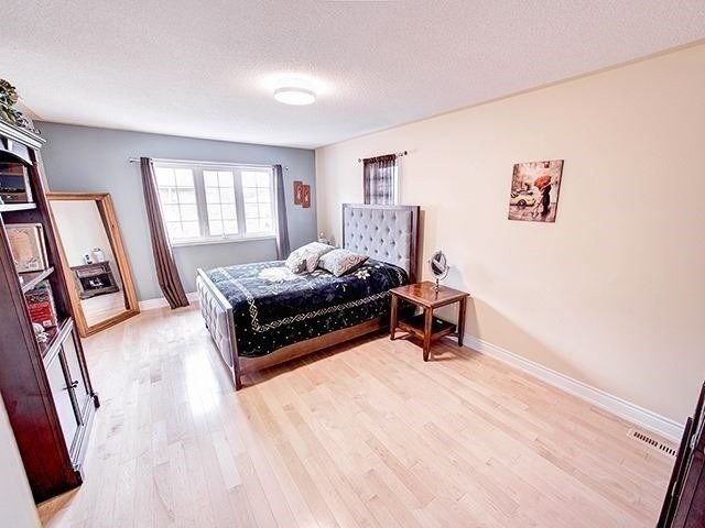 Townhouse at 12 Birdsong St, Richmond Hill, Ontario. Image 4