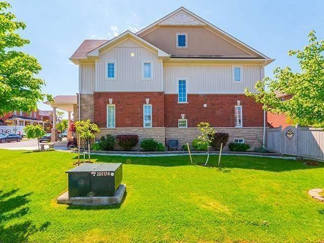 Townhouse at 12 Birdsong St, Richmond Hill, Ontario. Image 6