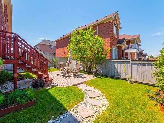 Townhouse at 12 Birdsong St, Richmond Hill, Ontario. Image 7