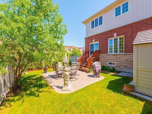 Townhouse at 12 Birdsong St, Richmond Hill, Ontario. Image 10