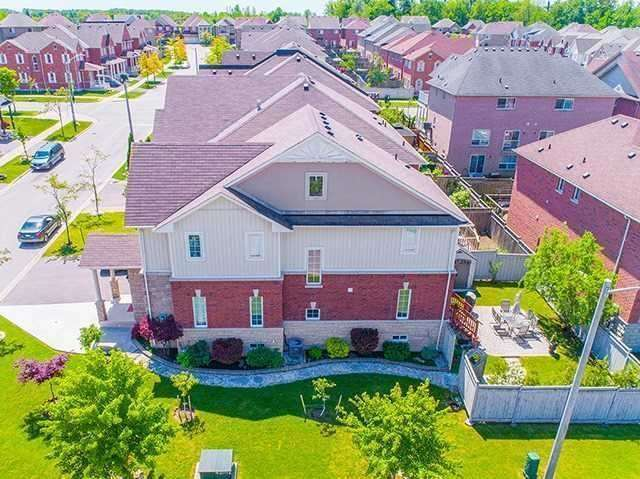 Townhouse at 12 Birdsong St, Richmond Hill, Ontario. Image 11