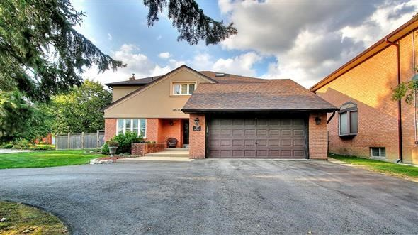 Detached at 18 Tannery Crt, Richmond Hill, Ontario. Image 12