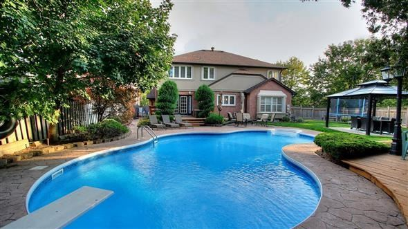 Detached at 18 Tannery Crt, Richmond Hill, Ontario. Image 15