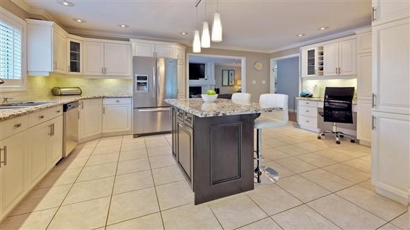 Detached at 18 Tannery Crt, Richmond Hill, Ontario. Image 2