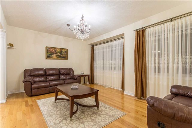 Detached at 242 Ray Snow Blvd, Newmarket, Ontario. Image 12