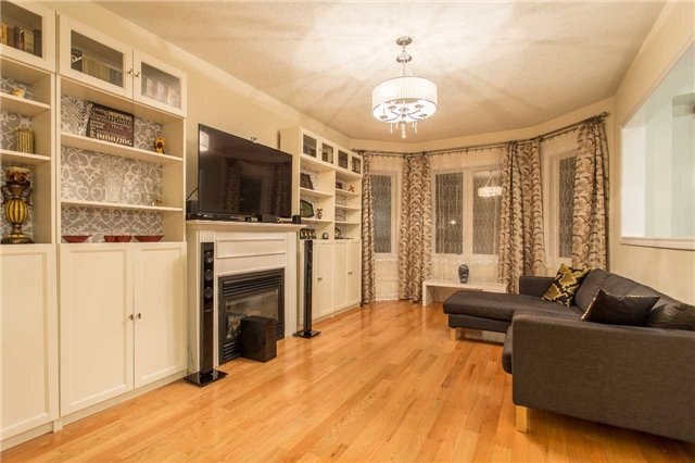 Detached at 242 Ray Snow Blvd, Newmarket, Ontario. Image 14