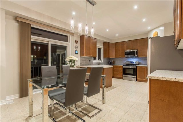 Detached at 242 Ray Snow Blvd, Newmarket, Ontario. Image 15