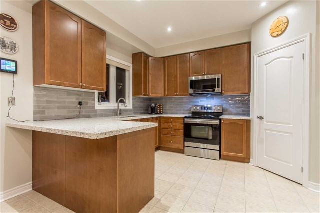Detached at 242 Ray Snow Blvd, Newmarket, Ontario. Image 16