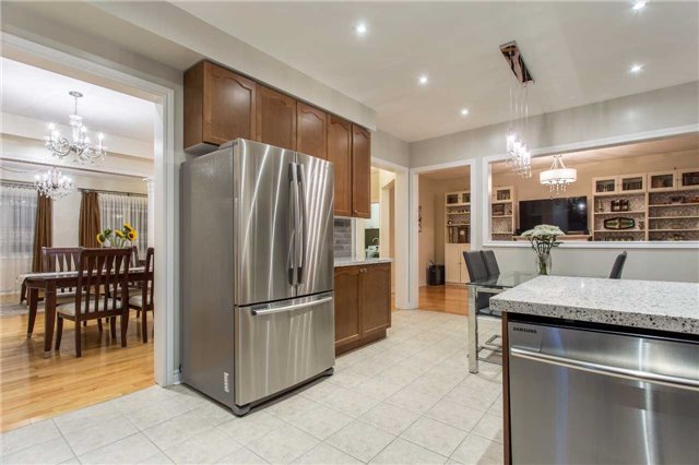 Detached at 242 Ray Snow Blvd, Newmarket, Ontario. Image 17