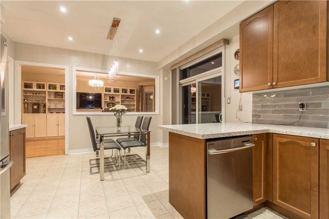 Detached at 242 Ray Snow Blvd, Newmarket, Ontario. Image 18